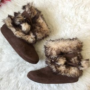 Furry slip-on house cozy soft booties M
